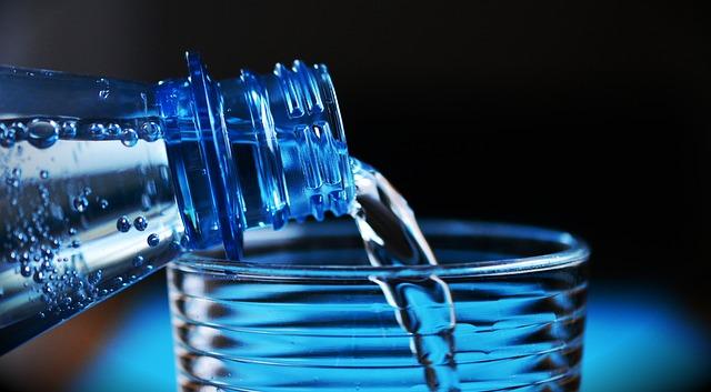 Las botellas de agua valdrán 1€ en los aeropuertos españoles